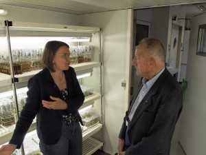 Prof. Karl Maramorosch und Prof. Margit Laimer in der PBU